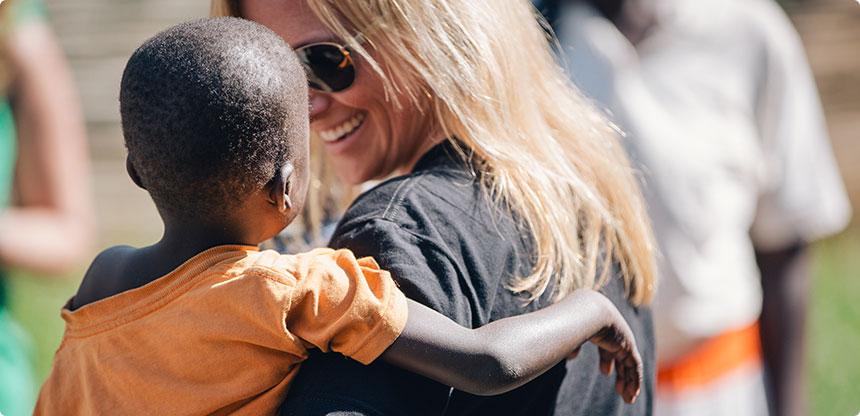 madelene-with-ugandan-child